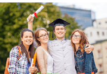 Collegehüte für einen filmreifen Abschluss
