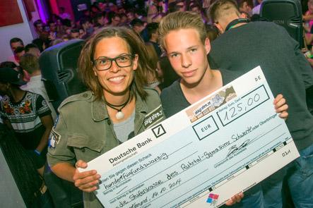 abigrafen überreicht den Gewinnerscheck an Platz 3: Das Ruhrtal Gymnasium (Schwerte)